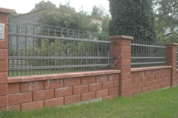05 Tyčkový plot